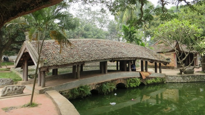 Covered bridge of Thay pagoda
